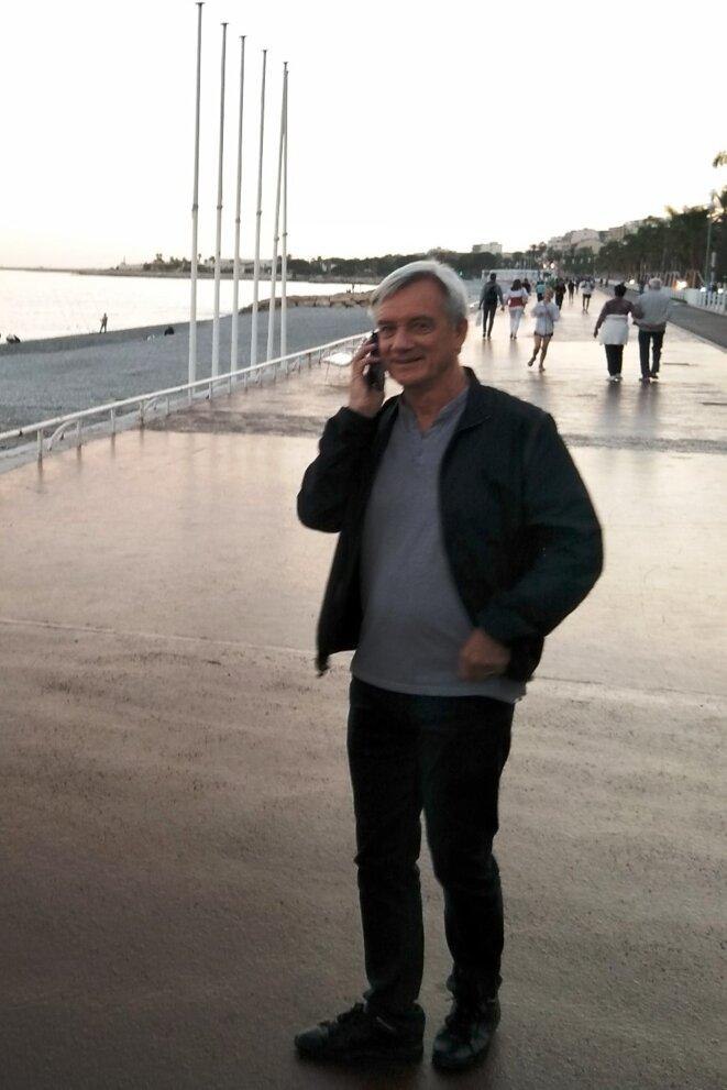 Patrick MOTTARD au téléphone pour guider les derniers invités © Didier CODANI
