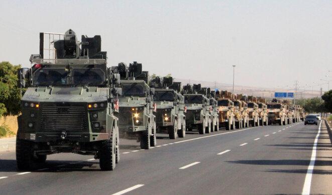 Un convoi militaire turc s'apprête à franchir la frontière syrienne le 9 octobre 2019. © Reuters
