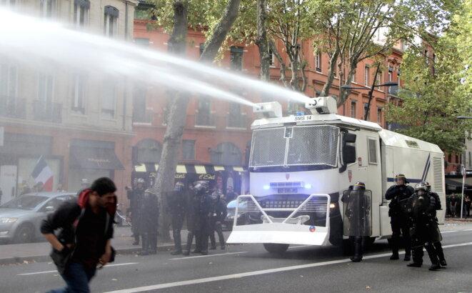 Canons à eau dans les rues de Toulouse © ER