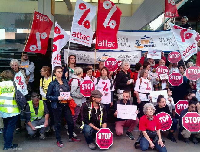 Des militants d'ATTAC à Marseille disent STOP à l'Impunité de TOTAL © L. Gaignebet
