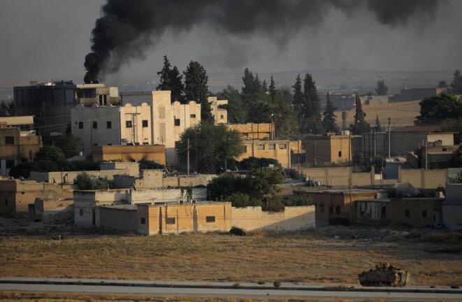 Bombardement sur la ville frontière de Tel Abyad le 13 octobre © Reuters