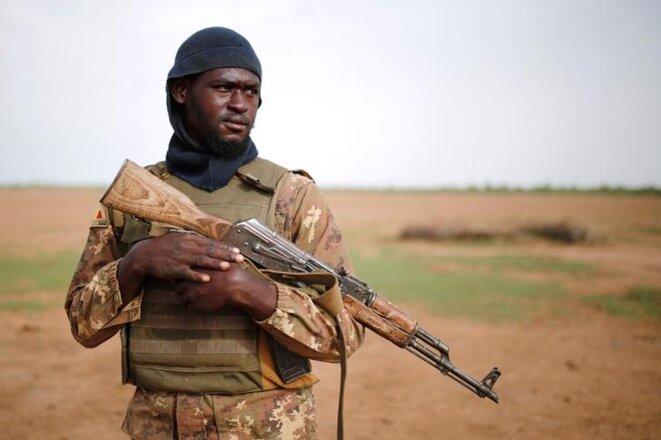 Un militaire malien durant l'opération Barkhane à Ndaki (Mali), le 29 juillet 2019. © REUTERS/Benoit Tessier