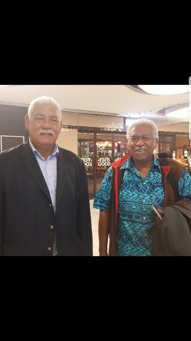 À gauche M Aloïsio (Président du Rassemblement Démocratique Océanien), à droite M Roch Wamyta, Président du Congrès de la Nouvelle Calédonie
