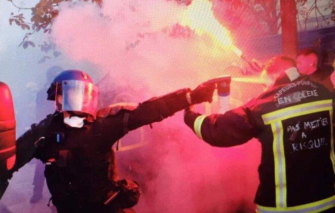 Le gouvernement a multiplié les provocations en jouant le pourrissement du rassemblement à coups de gaz lacrymogène, de matraque et en multipliant les nasses policières injustifiées.