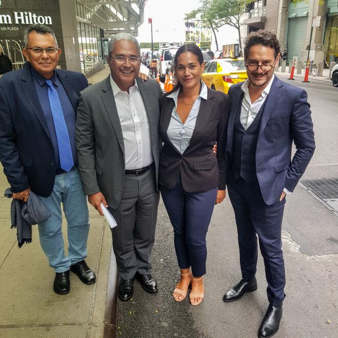 Me Stanley Cross à New York avant de se rendre aux Nations-Unies, avec (de G à D) Me Philippe Neuffer avocats au Barreau de Papeete, Hinamoeura Cross, victime des essais nucléaires français, et Me David Koubbi avocat au Barreau de Paris.