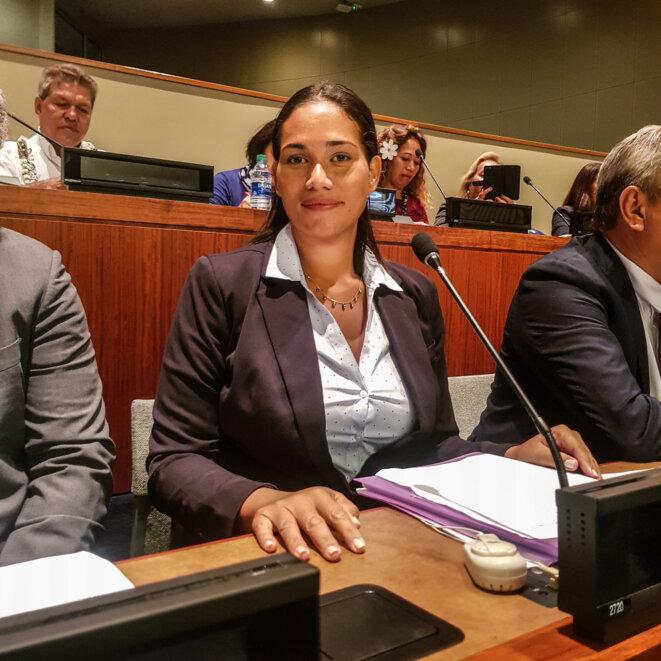 Hinamoeura Cross, à la tribune des Nations Unies, quelques minutes avant de prononcer son discours.