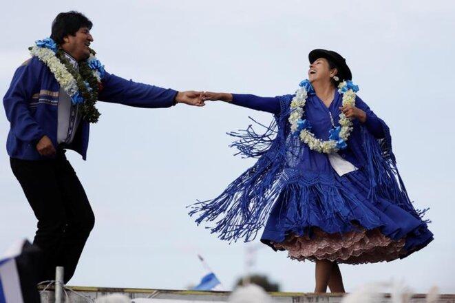 Evo Morales danse lors d'un meeting de campagne à El Alto, près de La Paz (Bolivie) le 16 octobre 2019. © REUTERS/Ueslei Marcelino