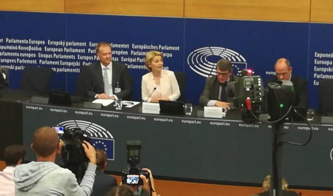 Première conférence de presse d'Ursula von der Leyer au lendemain de son élection à la présidence de la Commission par le Parlement Européen. © Philippe LEGER
