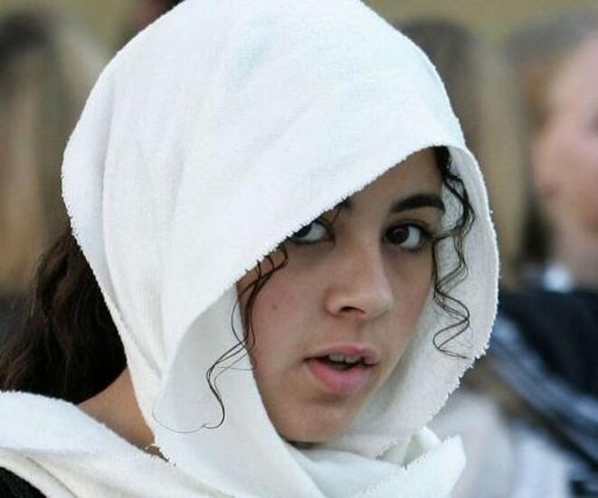2004, une étudiante à Villeneuve D'asc © Reuters