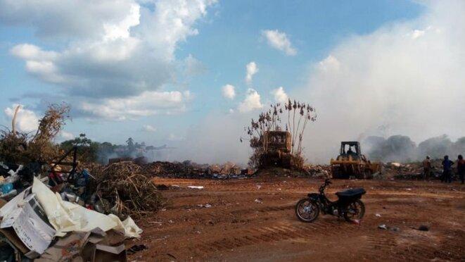 L'incendie de la décharge de Maripasoula © DR