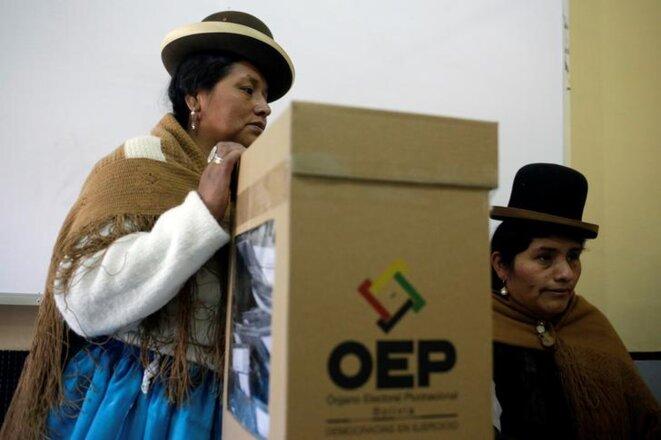 Dans un bureau de vote de La Paz (Bolivie), le dimanche 20 octobre 2019. © REUTERS/David Mercado
