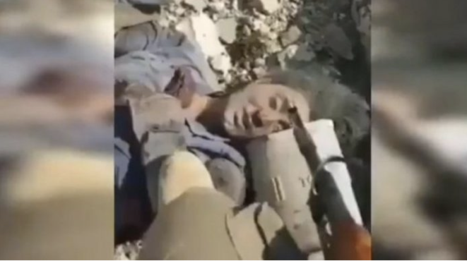 Cadavre de femme, présumé être celui de Hevrin Khalaf © Militaire turc ou supplétif de la milice pro-turque