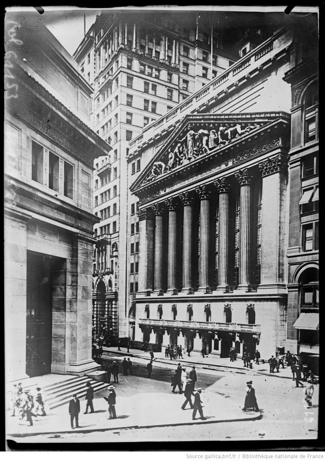 La Bourse de Wall Street et la banque J. P. Morgan & Co. à New York. Photographie de presse. Paris, Agence Rol, 1920. Source: www.gallica.bnf.fr