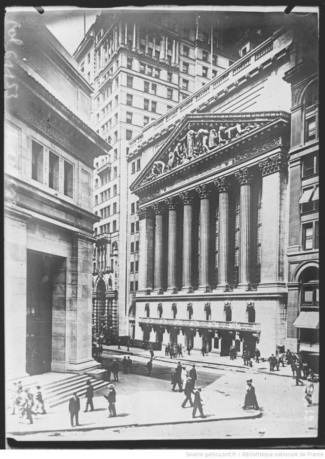 La Bourse de Wall Street et la banque J. P. Morgan & Co. à New York. Photographie de presse. Paris, Agence Rol, 1920. Source: www.gallica.bnf.fr