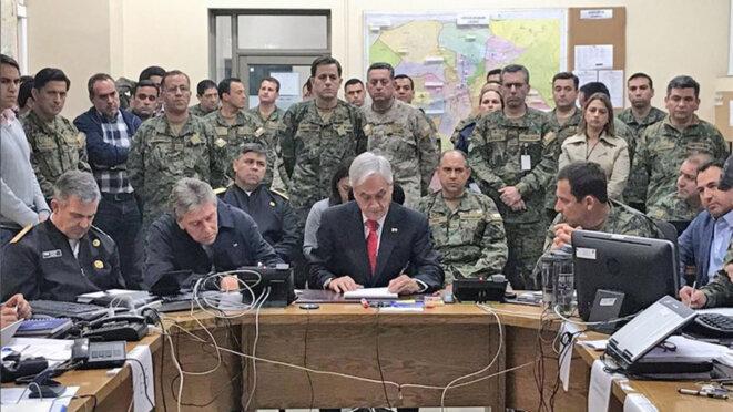pinera-et-les-militaires