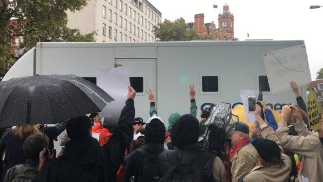 Manifestations pour la libération de Julian Assange : les manifestants s'adressent à un leurre © Eva Rodríguez