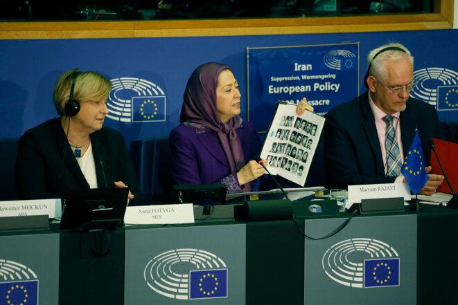 Maryam Radjavi, dirigeante de l'opposition iranienne, présente un livre sur le massacre de l'été 1988 en Iran