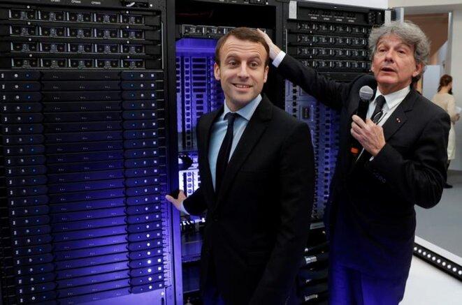 Thierry Breton avec Emmanuel Macron, alors ministre de l'économie, en 2016. © Reuters