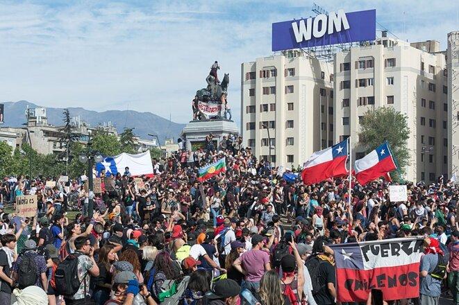 Protestas en Chile, octubre 2019, Plaza Baquedano, Santiago. © Carlos Figueroa