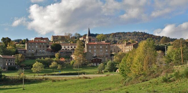 Commune de La Versanne dans la montée du Col de la République (Loire) © Patrice Morel (octobre 2019)