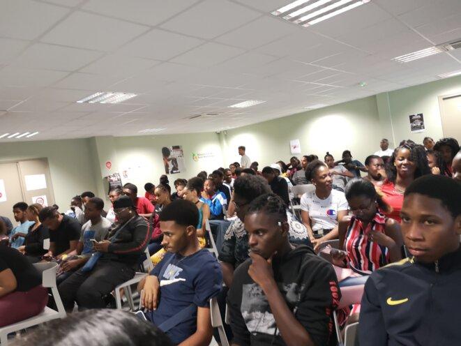 Jeunes de la Mission Local Nord Martinique attentifs au discours des intervenants © Humanity For The World (HFTW)
