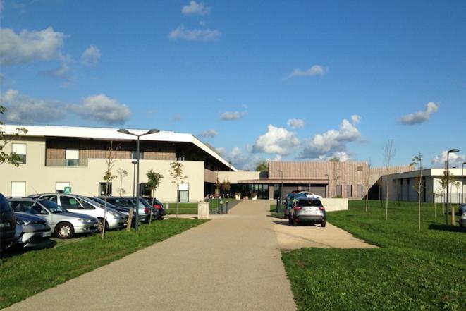 L'hôpital, toujours public à ce jour, de Longué-Jumelles, dans le Maine-et-Loire. © CCC