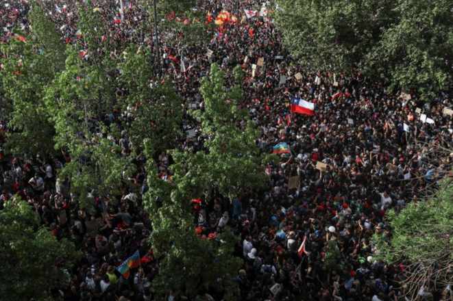 Vista aérea de la manifestación masiva del 25 octubre de 2019 en Santiago (Chile). © Reuters/Pablo Sanhueza