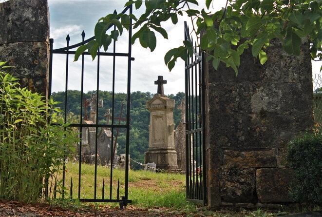 Le cimetière de Rodelle, Aveyron © Patrice Morel (août 2019)