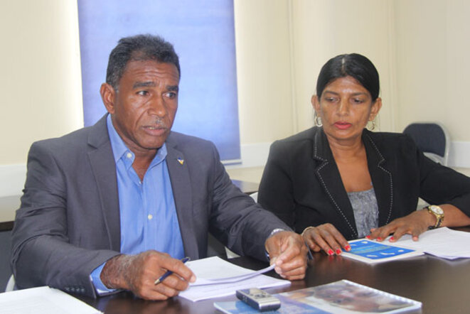 M. James Finies et Mme Davika Bissessar, présidente du Comité organisateur, présidente de la fondation We Dare To)