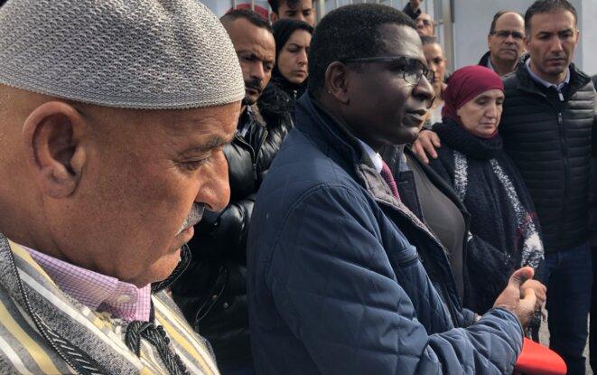 A gauche, Djelali Baggar, rescapé de l'attentat et frère d'une des victimes. © AR