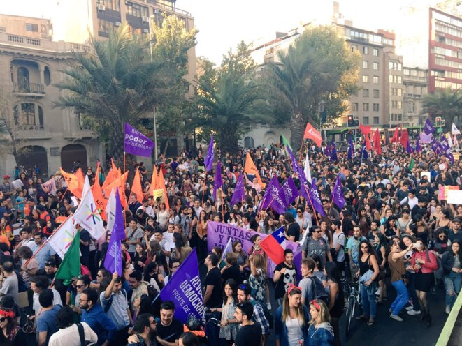 Frente Amplio dans la manifestación du 8 Mars 2017#DiaInternacionalDeLaMujer à Santiago © Frente Amplio Chile