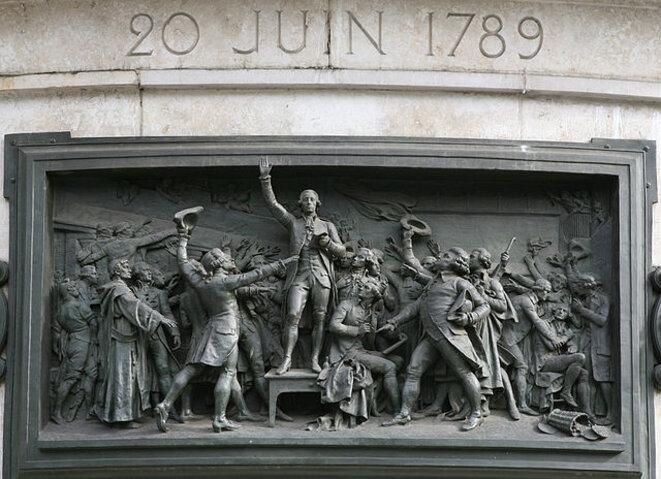 20 juin 1789 : le serment du Jeu de paume, haut-relief en bronze de Léopold Moric, Monument de la place de la République (Paris), 1883. © Roy Boshi/Wikimedia Commons, lic. CC-BY-SA 3.0.