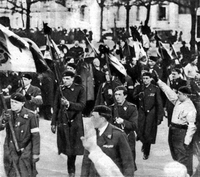 Manifestation fasciste (France) post 6 février 1934 © («L'Éclai»r, 27/2/34)/Wikimedia Commons, domaine public.