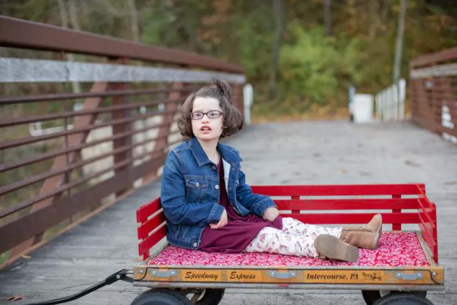 Rylie, 10 ans, fait partie des presque 1 000 enfants qui ont reçu un diagnostic de Pitt-Hopkins, forme rare d'autisme. © Crédit photo de Pitt Hopkins Research Foundation / Christa Michelle Photography
