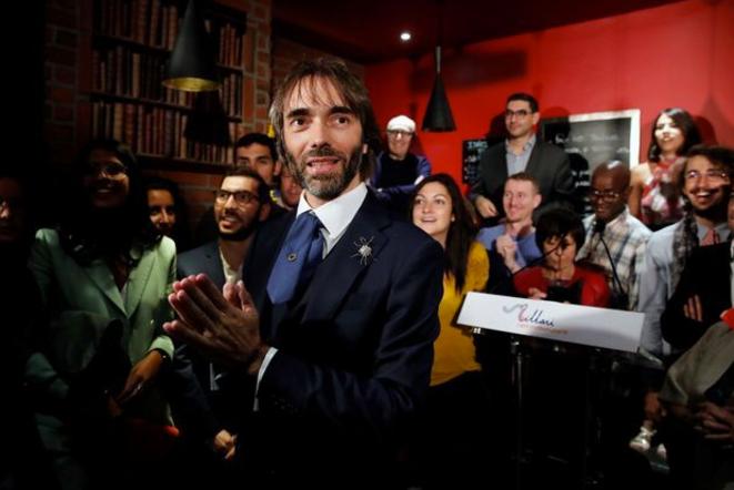 Cédric Villani lors du lancement de sa campagne, en août 2019, dans un café de Paris © Reuters