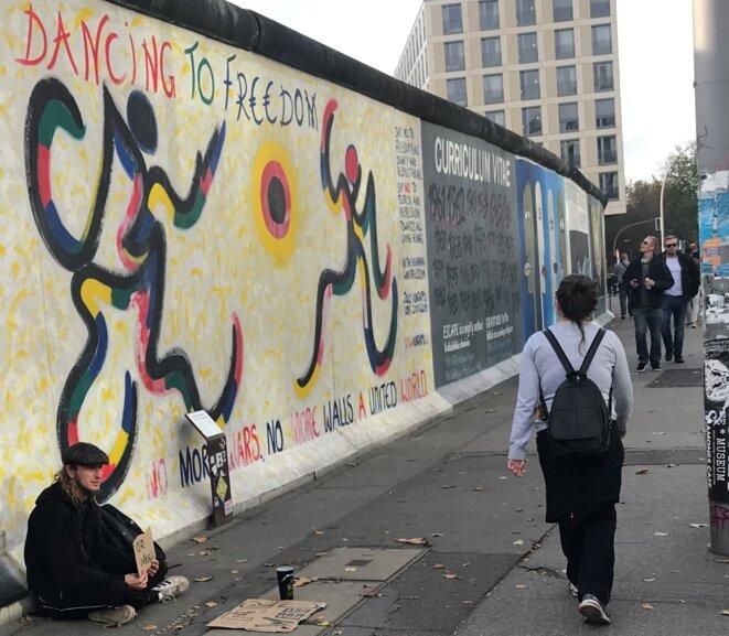 Réalisé par Banksy : Dancing to freedom !