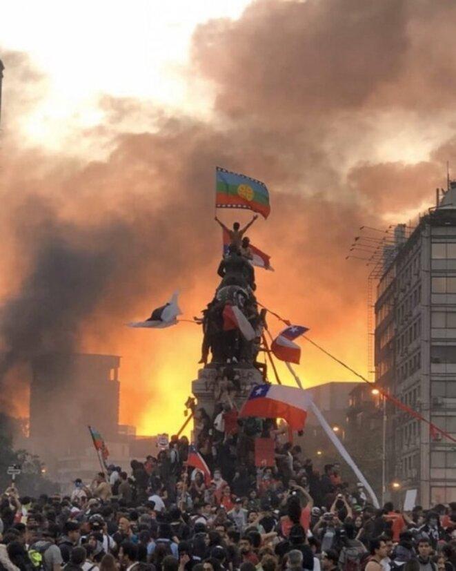 Plaza Baquedano lors de la grand revolte du 25 Octobre 2019 à Santiago du Chili © inconnu