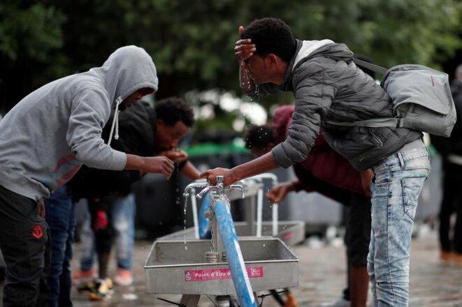 Lors d'une évacuation de campement, à Paris, le 30 mai 2010. © Reuters