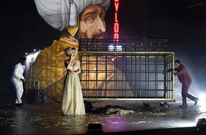 """Scène de """"Bajazet  En considérant Le Théâtre et la peste"""" © Mathilda Olmi"""