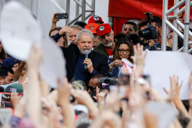 L'ex-président du Brésil, Luiz Inacio Lula da Silva, dit Lula, au soir de sa libération de prison, le 8 novembre 2019. © Reuters