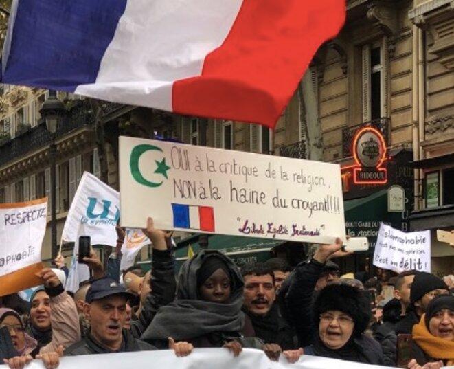 Dans la manifestation contre l'islamophobie, à Paris, le 10 novembre. © EP