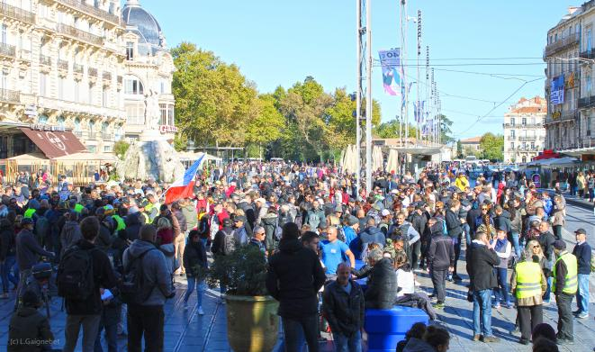 Rassemblement Place de la Comédie en début d'après-midi. © Laurent Gaignebet