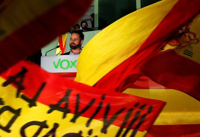 Santiago Abascal devant ses partisans dimanche soir à Madrid. © Reuters
