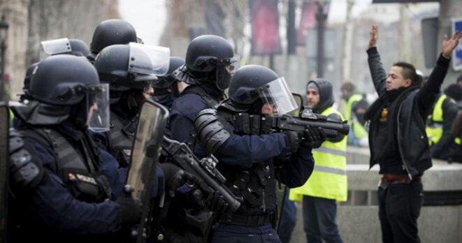 la-violence-de-la-police-arme
