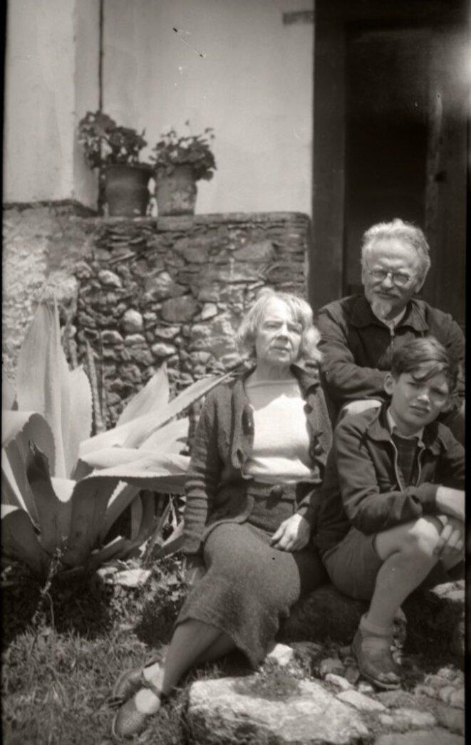 Trotsky, Natalia et leur petit-fils à Mexico © Gilles Walunsinski
