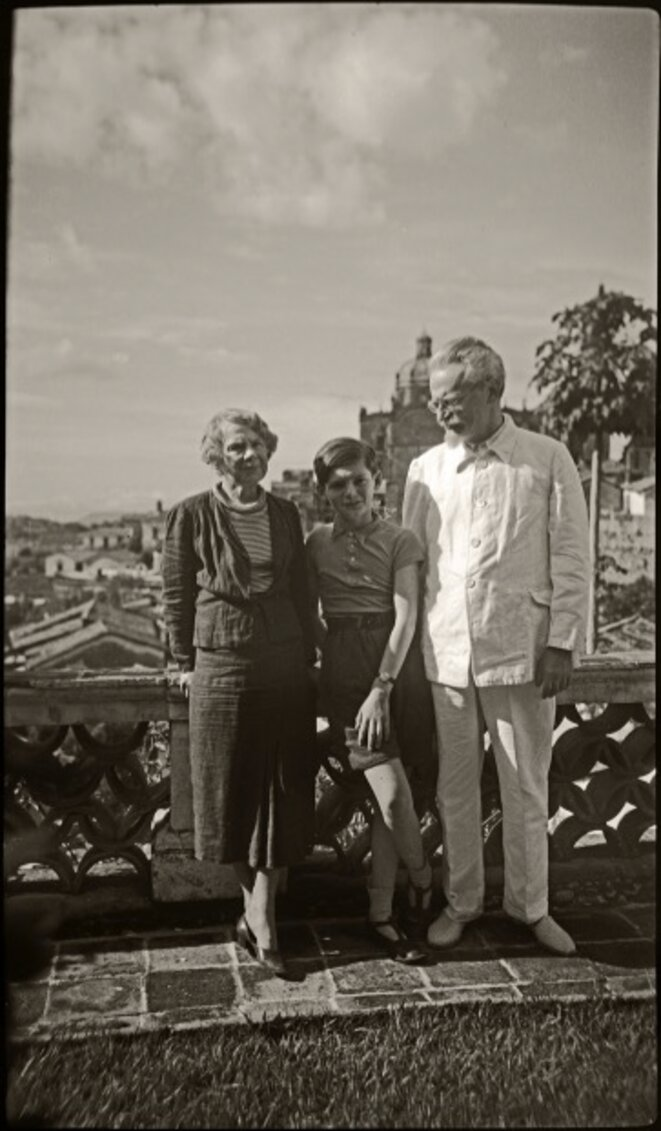 Natalia Sedova, Seva Volkov et Léon Trotsky, Mexique 1939 © Gilles Walusinski