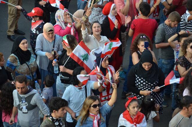 Des manifestantes place Al-Nour, à Tripoli (Liban). © Justine Babin