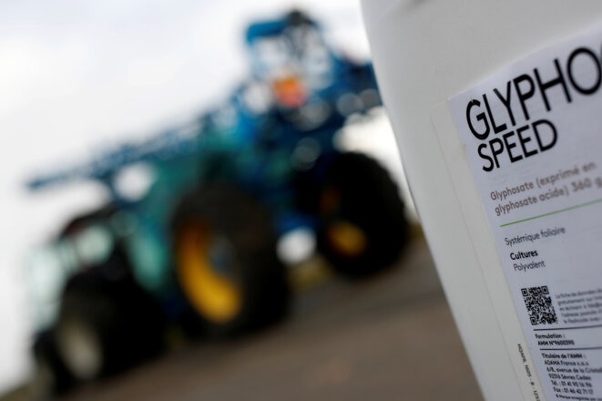 A total ban on the use of products containing glyphosate is due to be introduced in France on January 1st 2021. © Archives Reuters