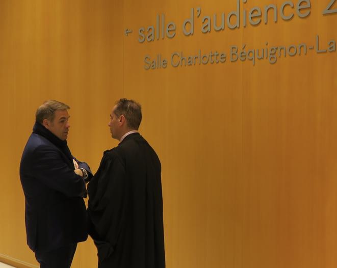 Axel Loustau (à gauche) au tribunal correctionnel de Paris. © Mediapart / K.L.