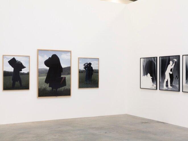 Vue de l'exposition « Il est une fois dans l'Ouest » au Frac Nouvelle-Aquitaine MÉCA. De gauche à droite, Charles Fréger,  Ainarak, 2015 - 2016, et Gernika, © Adagp, et photo Jean-Christophe Garcia